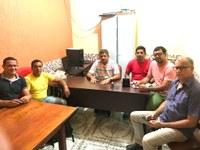 Vereadores de Mâncio Lima se reúnem com Prefeito em exercício para discutir o valor do combustível na cidade.